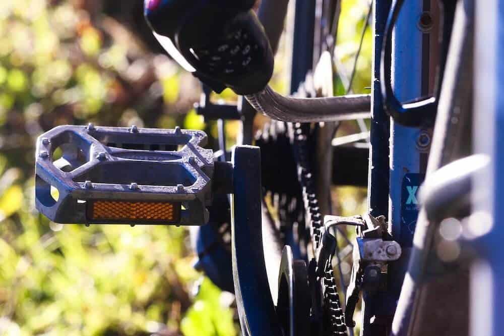 basic platic pedals