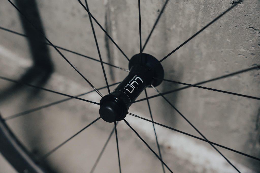 Lún Road Series 45mm hub and spokes detail